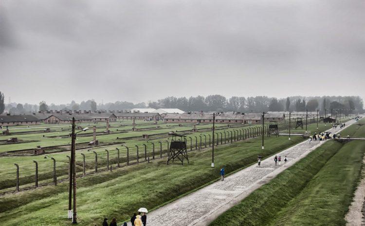 27 stycznia – zakaz noszenia i przemieszczania broni w Oświęcimiu i Brzezince