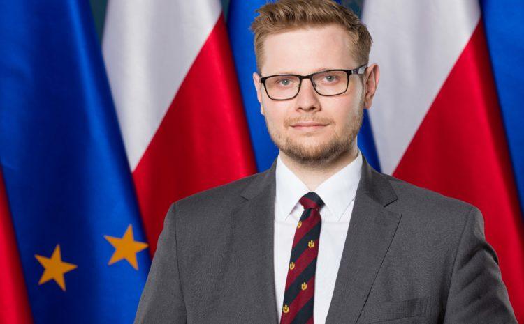 Michał Woś z teką ministra środowiska od 5 marca br.