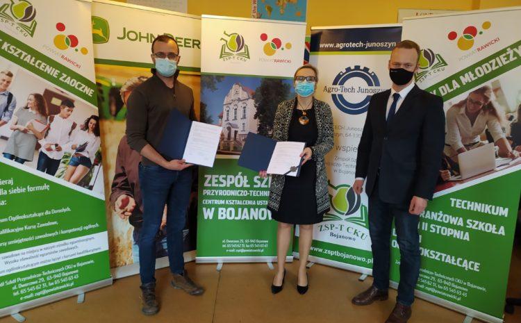 Szkoła w Bojanowie podpisała umowę o współpracy z Polskim Związkiem Łowieckim